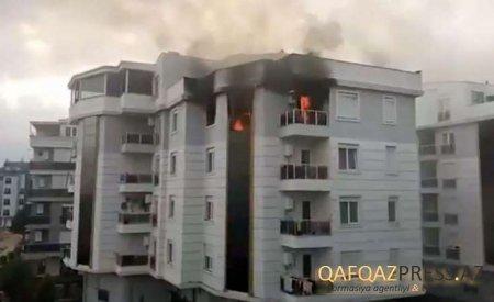 DƏHŞƏT! Qapıya ''Allah sizə lənət etsin'' yazıb binanı YANDIRDI - FOTO